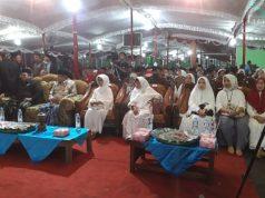Ketum PBNU, KH Said Agil Siradj, bersama ibunda Presiden Joko Widodo, Sudjiatmi Notomiharjo, menghadiri haul di Ponpes Zumrotutholibin. Foto : aji jarmaji/jateng pos