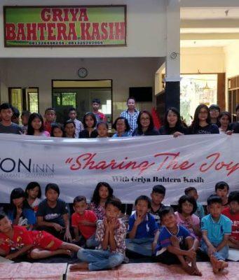 . SUKA CITA : Aston Inn Pandanaran Hotel Semarang berbagai kecerian bersama anak panti Asuhan Griya Bahtera Mijen Semarang. Foto : DWI SAMBODO/JATENG POS.