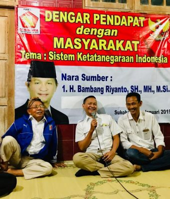 Anggota DPRRI Bambang Riyanto saat acara dengar pendapat dengan masyarakat warga kecematan Tawangsari Sukoharjo.