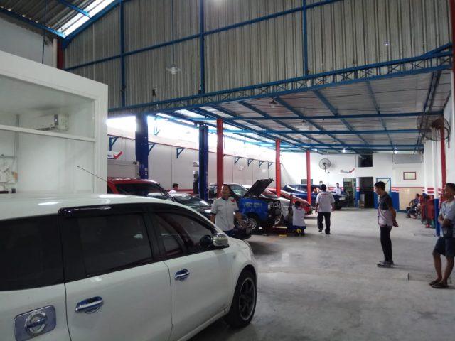 Bengkel ritel modern CARfix membuka outlet baru di Kota Solo. Tepatnya di Jalan Veteran, Tipes.