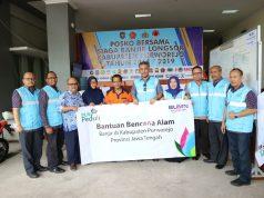 BANTUAN BANJIR- General Manager PLN Unit Induk Distribusi Jawa Tengah dan DIY, Agung Nugraha, secara langsung menyerahkan bantuan kemanusiaan pada korban banjir di Purworejo pada Kamis (17/1). FOTO : IST/ANING KARINDRA/JATENG PO