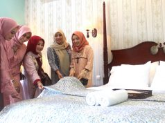 LENGKAP MODERN : Tia Hendi ( dua kanan) Ketua PKK Kota Semarang tengah meninjau salah satu kamar (tempat inap) Omah Madam yang dilengkapi ragam fasilitas pendukung. Foto : DWI SAMBODO/JATENG POS.