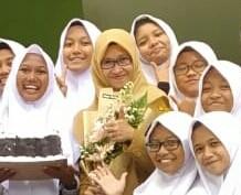Dianita Hastiningrum, S. Pd. Guru Biologi SMA Negeri 2 Klaten