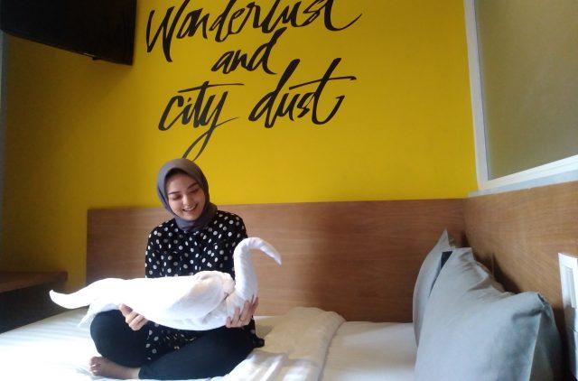 ART AND BOUTIQE : Salah satu room Radja Hotel Semarang, siap manjakan tamu menginap dengan sentuhan seni modern. Foto : DWI SAMBODO/JATENG POS.