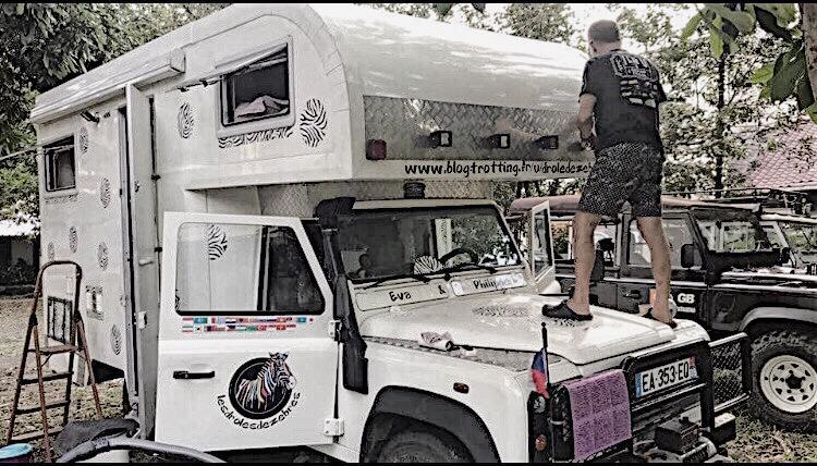 Hasil gambar untuk Pasangan Turis Nomadic Asal Prancis Tiba di Jakarta Naik Mobil
