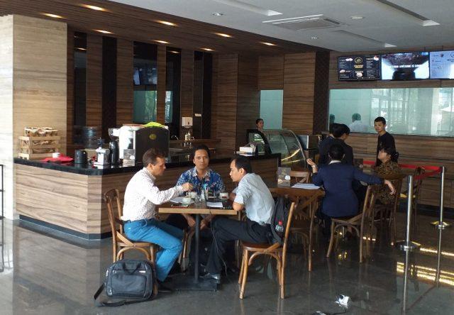 NYAMAN: 40Lane Café lengkapi fasilitas modern untuk tamu dan pengunjung Aston Inn Hotel Pandanaran Semarang.