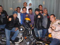 GUYUB: Sebagian anggota GM Bikers Community Semarang tengah foto bersama dan tampak guyub menjalani hobi yang sama.