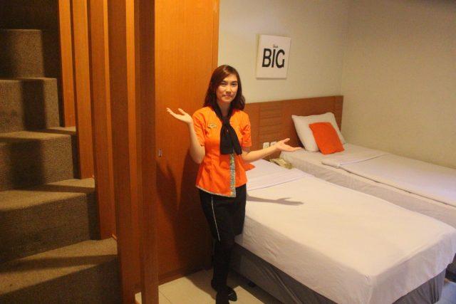 ROOM UNIK : Salah satu room yang mempunyai dua lantai dan lebih dari satu bed (empat bed) serta fasilitas lengkap di Surya Boutiqe Hotel Semarang.