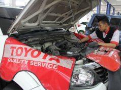 SERVIS- Teknisi Nasmoco tengah melakukan servis mobil konsumen di salah satu bengkel resmi Nasmoco. FOTO : IST/ANING KARINDRA/JATENG POS