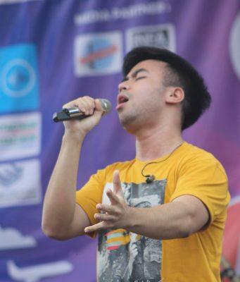 EKSPRESIF: Vidi Aldiano saat tampil mengibur penggemarnya di event Albama festival 2019 Al Azhar 14 Semarang.
