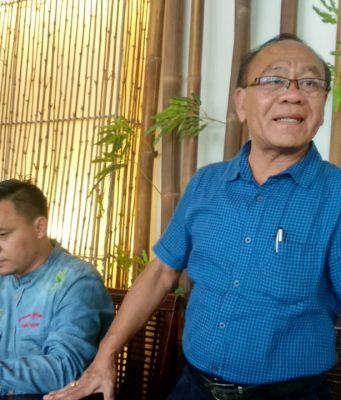 PENJELASAN : Salah satu kuasa hukum Priyanto dan Tika saat memberikan penjelasan kepada media di Semarang, Minggu (10/2) kemarin. Alkomari/Jateng Pos