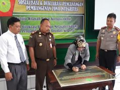 ZONA INTEGRITAS : Kepala PN Boyolali Boyolali, Tuty Budhi Utami menandatangani pencanangan pembangunan zona integritas.