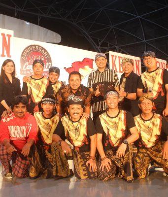 FOTO BERSAMA: Usai tampil kolaborasi, Congrock mengabadikan momen spesial tersebut bersama Walikota Semarang Hendrar Prihadi.