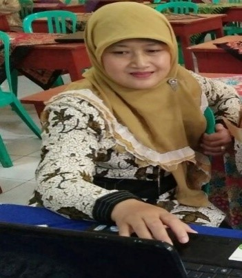 Nur Widi Astuti, S.Pd. Guru IPA SMP N 1 Gemawang Kabupaten Temanggung