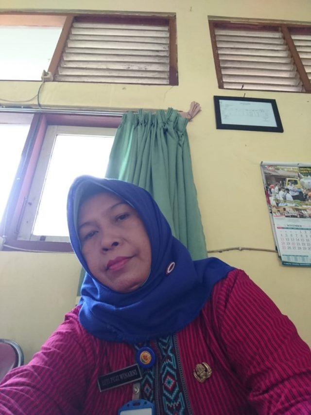 Esti Puji Winarni, S.H. Guru PPKn SMP NegeriI 2 Geyer Purwodadi Grobogan.