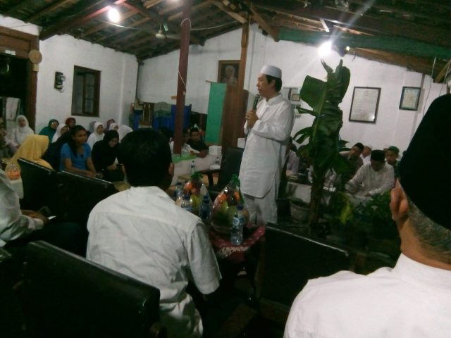 SILATURAHMI : Caleg Dapil V Jateng KRAT Henry Indraguna saat bersilaturahmi dengan warga Nahdliyin saat menghadiri pengajian yang digelar NU Ranting Serengan