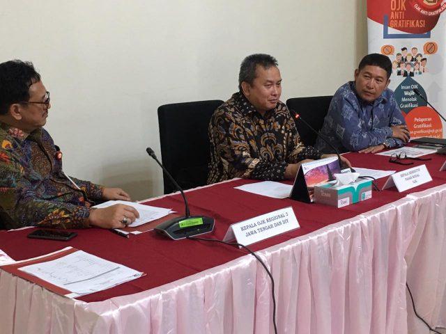 PAPARAN : Direktur Utama Bursa Efek Indonesia, Inarno Djajadi saat memberikan penjelasan di Semarang