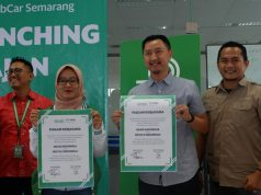 GRAB JAJAN: City Manager Grab of Central Java Abriyani Muharomah dan Andy Brata Regional Sales Manager Central Java Nestle usai penandatanganan program Grab Jajan, Selasa (19/3) kemarin
