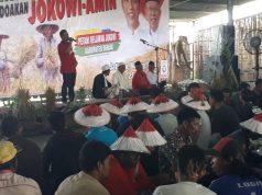 DUKUNG JOKOWI : Ratusan petani di Demak ikrarkan diri mendukung Jokowi dalam acara kenduri tani kemarin.