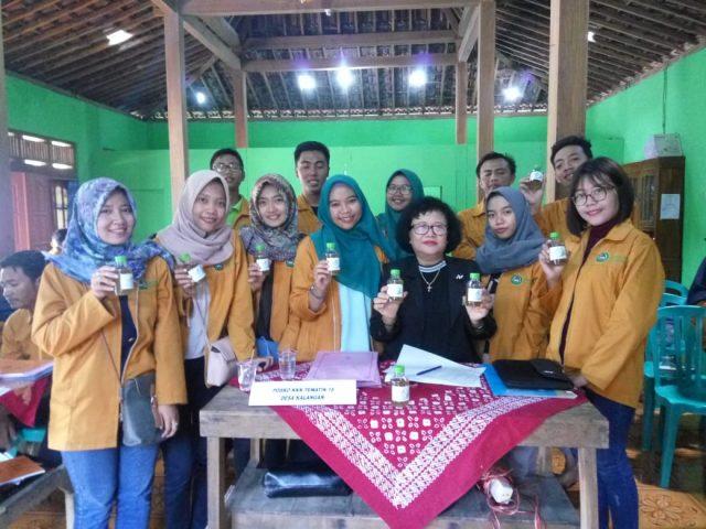 PEMANTAUAN : Tim monev KKN Univet melakukan pemantauan di kecamatan Gemolong Kabupaten Sragen.