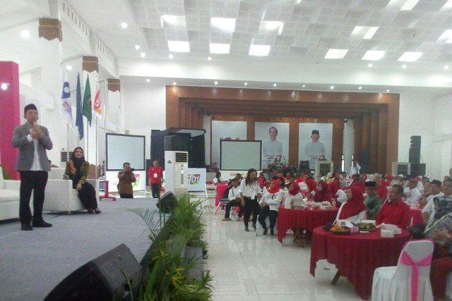 IBUNDA JOKOWI : Pembicara TGB yang dihadiri Sudjiatmi Notomiharjo ibunda Jokowi dalam Talk Show Milenial Sragen.