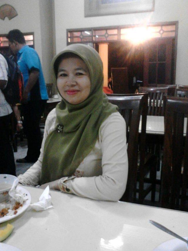 Ninik Nurhidayati, S.Pd Guru Bahasa Indonesia SMPN 11 Semarang