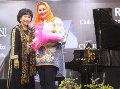APRESIASI: Mbak Ita mengapresiasi giat galang dana sosial yang dihelat Rotary Bojong Semarang, Kamis (21/3) malam