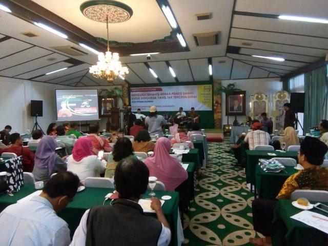 BENANG MERAH : Simposium nasional yang digelar Lembaga Kajian Lintas Kultural (LKLK) dengan tema mengurai benang merah pemilu damai untuk Indonesia yang tak tercerai berai, di Kusuma Sahid Prince Hotel Solo.