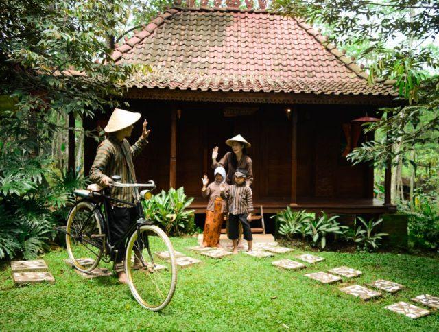 Pasar Karetan anak Dilengkapi Spot Foto Jawa Tempo Dulu