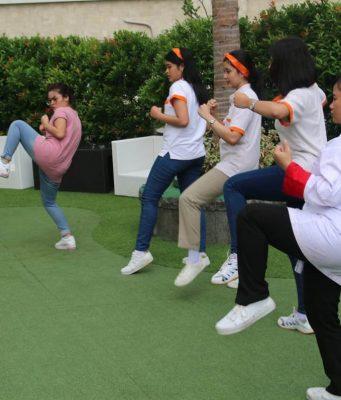 SENAM PRAKTIS - Terlihat peserta Internasional Women Day's Harris Hotel Semarang tengah melakukan senam praktis seputar kesehatan dan pencegahan Kanker Serviks.
