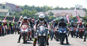 CBR TRACKDAY: Keseruan pecinta CBR saat memacu tunggangannya di Sirkuit Mijen Semarang dalam kegiatan Trackday 2019 (31/3)