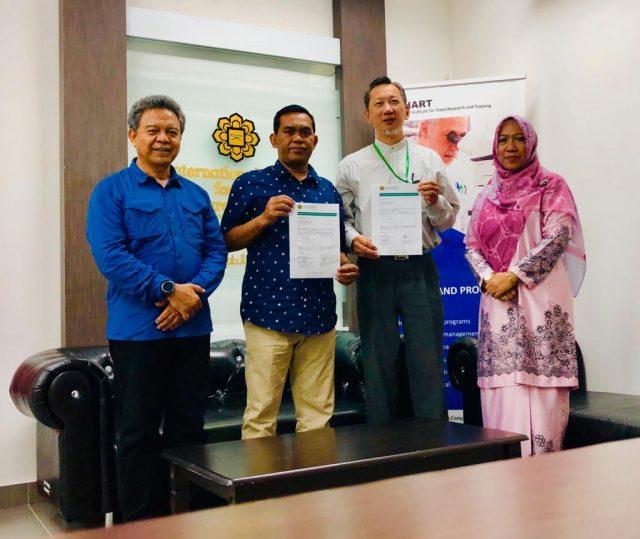 PERLUAS JARINGAN : Penandatanganan kerja sama UNIBA Surakarta dengan INHARTIIUM Malaysia. Foto : Ade Ujianingsih/Jateng Pos