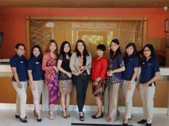 MILENIAL : Wiwid Nurseka GM Ibis Hotel Semarang, tengah menerima penghargaan Kartini Star Hotel Semarang, kegiatan ini dilaksanakan dalam rangka peringatan Hari Kartini.