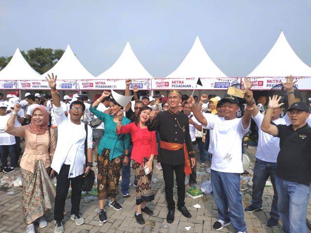 MERIAH: Ragam stan PT Pegadaian turut semarakan syukuran HUT ke-21 BUMN di halaman parkir MCC Marina Semarang.