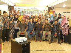 RAJIN MENULIS : Sejumlah guru di Kabupaten Cilacap mengikuti pelatihan penulisan artikel populer di media massa, kegiatan yang dilaksanakan di Hotel Dafam ini berlangsung menarik.
