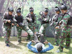 KEBERSAMAAN: Peserta Gathering Media beraksi dan bersiap melakukan sesi game paintball di area Villa Patra Hotel Semarang & Convention.