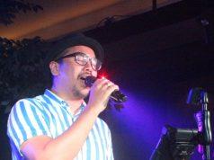 TAMPIL MAKSIMAL : Penampilan Sammy Simorangkir saat menghibur penggemar di Verve Bistro & Coff ee Bar Semarang.