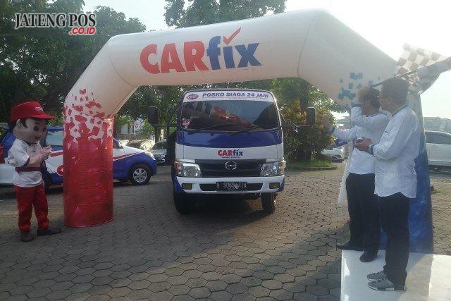ARMADA MUDIK CARFIX - Chief of Operation Of¿ cer CAR¿ x Tarsimin, melepas armada mudik CAR¿ x, Rabu (15/5), di Eden Cafe Semarang.