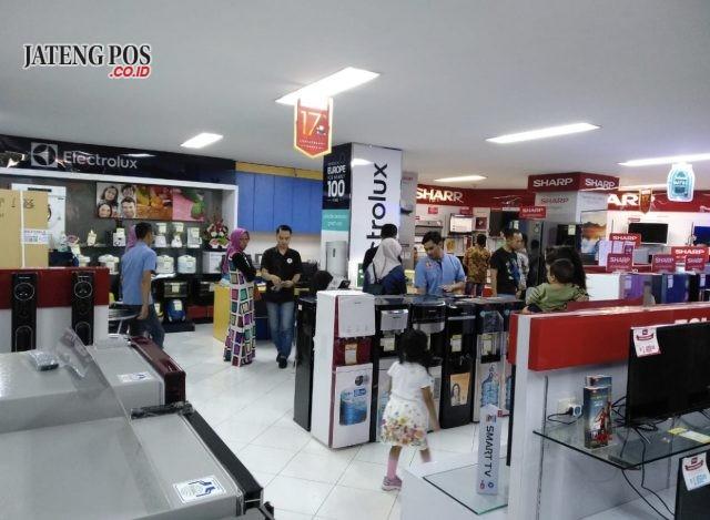 PAMERAN - Pameran tematik HomeTech 2019 kembali hadir di Area Parkir (Outdoor) dan Showroom (Indoor) Global Elektronik Jalan Pandanaran 102 dan Jalan MT Haryono 509A mulai 15 Mei – 2 Juni 2019.