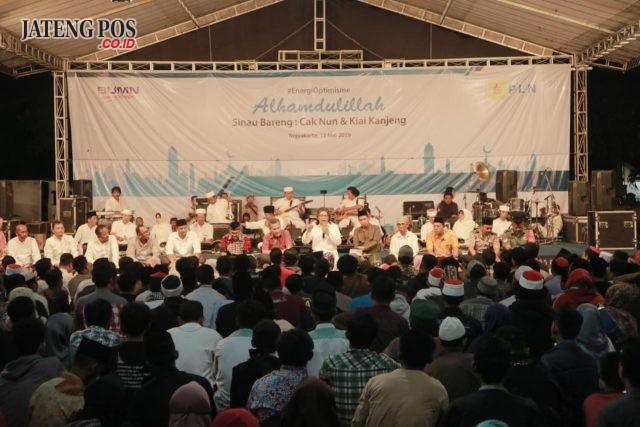 SAFARI RAMADHAN- PLN UID Jawa Tengah & D.I.Yogyakarta menggelar Safari Ramadhan di wilayah Unit Pelaksana Pelayanan Pelanggan (UP3) Yogyakarta, pada Senin (13/5), dengan menghadirkan Cak Nun bersama dengan grup musiknya yang bernama Kiai Kanjeng