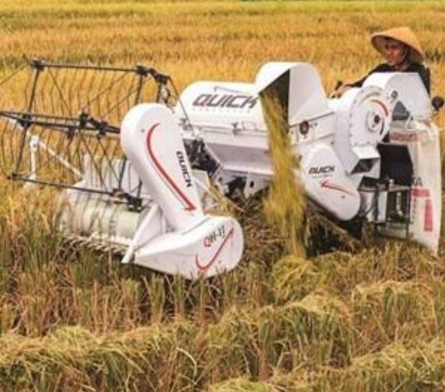 Mengenal Fungsi Alsintan Combine Harvester yang Diandalkan Kementan