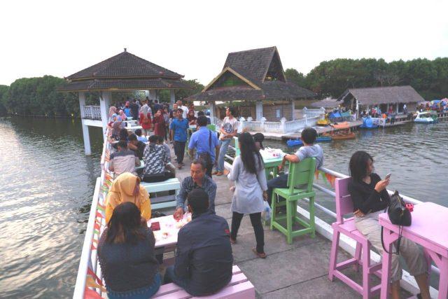 RAMAI: Pengunjung tengah menikmati libur lebaran di Grand Maerakaca salah satu obyek lokal wisata unggulan Kota Semarang
