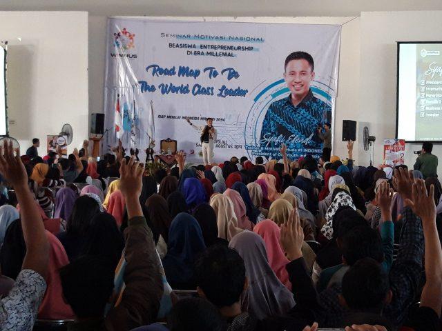 SUKSES : Ribuan pemuda mengikuti seminar nasional beasiswa entrepreneurship di era milienial.