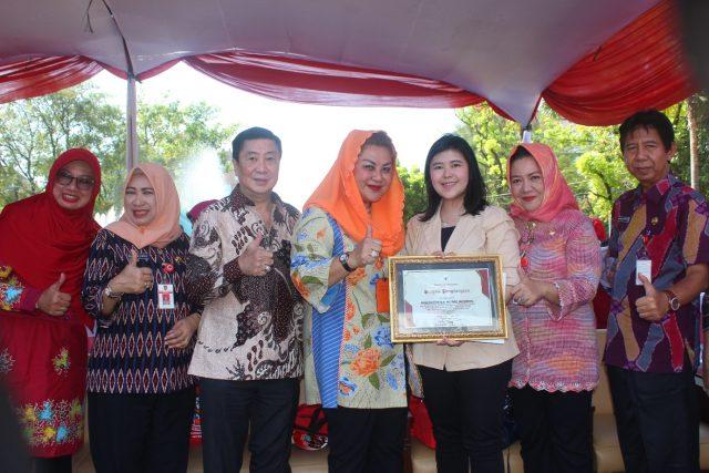 APRESIASI : Wakil Walikota Semarang Ir. Hevearita Gunaryanti Rahayu, memberi apresiasi pada peran swasta yang turut andil memberikan kecerdasan generasi muda dalam bidang musik. Foto : DWI SAMBODO/JATENG POS.