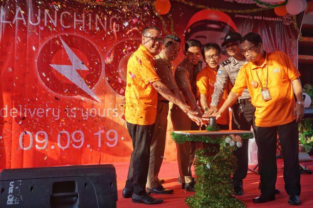 TERBARU: Vice President Pengembangan Produk Kurir dan Logistik PT Pos Indonesia, Djoko Suhartanto saat melaunching program Q9 di Kantor Pos Semarang 50000.