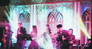 "SPEKTAKULER: Soul groove Band, salah satu deretan bintang tamu bakal meriahakan event sambut tahun baru ""Sparkling 20 "" Patra Semarang Hotel Convention. Foto : DOK/JATENG POS."