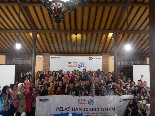PELATIHAN UMKM- Sebanyak 100 UMKM di Kabupaten Semarang mengikuti program 'Pelatihan 1.000 UMKM' yang digelar Bank BRI, di Balemong Resort Ungaran, Kamis (7/11). FOTO : ANING KARINDRA/JATENG POS