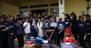 TEMU SAPA: Lestari Moerdijat bersama warga dan petani Demak. Foto: istimewa