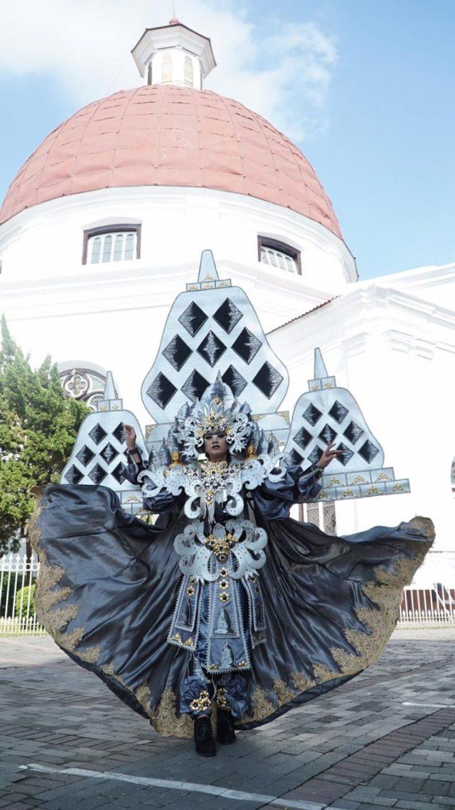 Berkelas : Salah satu kostum seni dan budaya pariwisata Nusantara yang bakal tampil dalam event Nasional Semarang Night Carnival (SNC) 2020. Foto : DWI SAMBODO/JATENG POS.