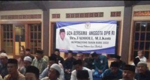 SEHAT : Masyarakat menghadiri reses dengan doa bersama di penghujung tahun yang diadakan anggota DPR RI Drs.H. Fadholi M.I.Kom.